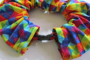 Collier multicolore anti-prédation
